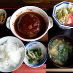 プティ モンド - 料理写真:ハンバーグ定食¥870〈コーヒーor 紅茶・サラダ・小鉢・味噌汁〉付き