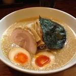 麺や天鳳 - 正油らーめん(味濃いめ、脂多め、麺固め)&味玉