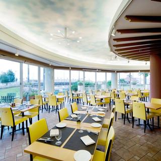 イタリアンレストラン「カーロ・エ・カーラ」店内のご案内