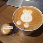 ピース コーヒーロースターズ - トールラテ☆390円 オリジナルクッキー☆120円\(^o^)/ 今日は可愛いうさぎちゃんを描いてくださいました♡