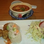 プロォーイ タイ料理 - 上がトムヤムスープ