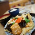 弁菜亭 - 酢豚定食