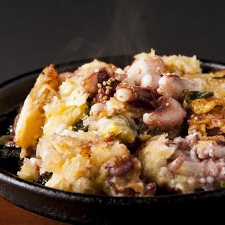 老舗30年の歴史のある料理。名物海鮮チヂミはリピーター続出!