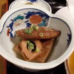 たかちほ亭 - 小鉢は飫肥天と竹輪の煮物