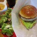 トモズバーガー - 料理写真:ベーコンチーズエッグバーガー 1200円