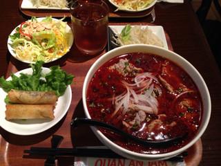 ベトナム家庭料理 QUAN AN TAM 自由が丘店 - 牛肉のフォー辛口