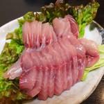 35795142 - 平日限定の「鯉のからあげ定食」には、鯉のさしみ(鯉のあらい)半身も付いて1,300円はとてもお値打ちです。