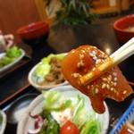 35795155 - わたしは、コチジャンの味噌ダレが好みです。鯉の臭みが無くとても美味しく頂けます。