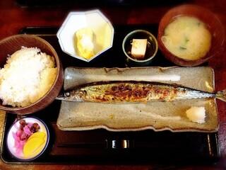 赤津加 - 焼魚定食(秋刀魚) 850円