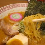 ラーメン王華 - ちぢれ麺です!