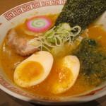 ラーメン王華 - 鶏ガラスープちびラーメン(みそ/¥550−)味玉(¥150−)
