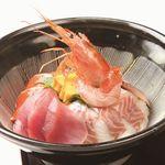 天ぷら海鮮 五福 - 名物!海鮮丼。日替わりで旬の鮮魚もたっぷりと。