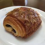 ブーランジェリーニシノ - 人気No1 パン・オ・ショコラ
