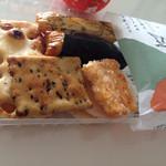 甘泉堂 - おかきも美味い!