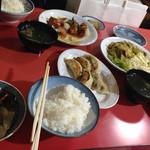 北京亭 - 回鍋肉定食850円と回鍋肉800円の違いを聞いたら、ご飯とラーメンスープが付くかどうかというので、定食にしました。