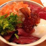 秋やま - 海鮮丼(並)¥900
