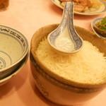 天香楼 - ご飯。でもこの中国米のライスは料理に合う
