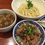 中華そば まるき - つけ麺、ホルモン丼
