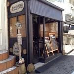 神楽坂地蔵屋 - おかきのお店とは思えない、ポップな外観!