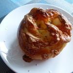 クアリタ - 3種のチーズのパン ¥160