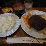 K - Aランチ メンチカツ&イカトマトソース ¥700-
