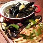 ビストロ セー - 料理写真:ムール貝の白ワイン煮~フライドポテトと一緒に~