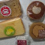 35826556 - 紅茶シフォン、レモンのシフォン、こーひーろーる、あんこたっぷりどら焼き、サービスの豆大福