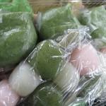 山田餅本店 - 2015年2月 三色団子と草餅