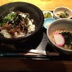 あらえびす - 牛肉のすき焼き風炒め丼温玉のせ840円(税込)