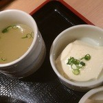 35828572 - 豆富、鶏がらスープがつくのは神楽坂と同じ