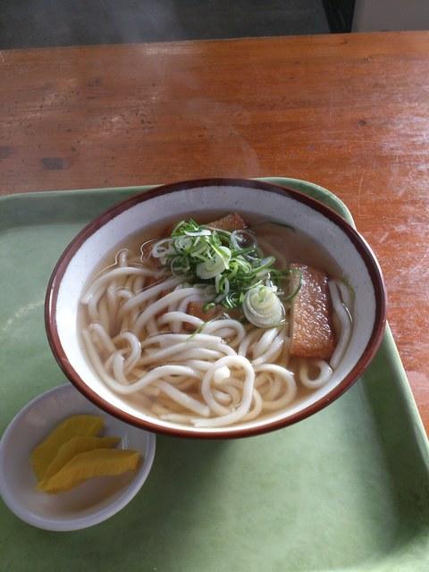 三角茶屋豊吉うどん - 天ぷら(魚のすりみ)うどん250円