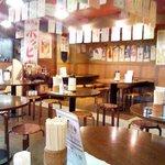 Daimonshuka - ほとんど全席丸テーブル。