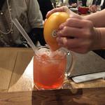 マルシェ・バトン - カジュッタスプモーニ カジュッタという皮を切らずにグループフルーツを生絞りできる最新器具を使ったカクテル。果汁たっぷり!