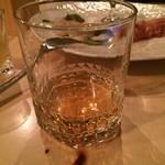 SUZU CAFE - バランタイン17年はストレートで‼️ カットレモンをもらったが、これは必要?