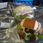 アナナス・ラ・パナデリーア - 蒸し鶏&タラモサラダサンド