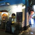 NARI屋 - お初天神のロヂウラに存在する飲み屋街。                             新旧コバコの店が入り混じり、独特の雰囲気を醸し出しています。