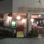 ふじや食堂 - 店外観:出入口に看板の跡が...