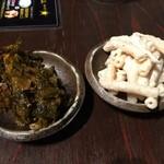 麺屋 侍 - 薬味コーナーの高菜とマカサラ