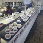 市場食堂 - 小鉢がたくさんあります