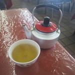 市場食堂 - お茶はセルフ