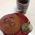 松乃屋 - バター醤油どら焼き150円税込 道明寺130円税込 お茶まで出していただきました 感謝