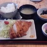 やんさ - チキンカツ定食 648円