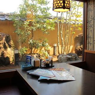 古民家を思わせる個室。古き良き日本のたたずまい