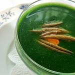 アン テラス - モロヘイヤとコンソメのジュレ、蓴菜の冷製スープ