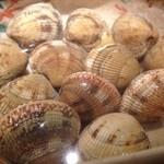 碗 - 春が旬のオニアサリです!貝殻が厚く重たいけど、身はぷっくり柔らかい!酒蒸しで。