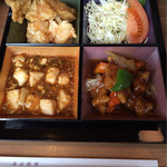 35860311 - 酢豚 海老天 鳥から 麻婆豆腐 量は少ないですがイロイロ楽しめます