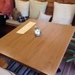 きまんまテーブル - シンプルな店内で、ホッとします。