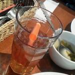 アロハテーブル ハワイアンダイナー ウィズ ムゥムゥコーヒー - フリードリンクのナチュラルレモネードとわかめスープ