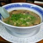 まる福 - 料理写真:とんこつラーメン 600円