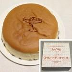 フルーツケーキファクトリー - 料理写真:チーズケーキ・レーズン入り(550円)